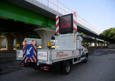 mezzo segnaletica stradale